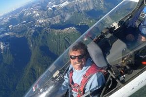Hautes-Alpes : il est le premier à avoir survolé l'Everest en planeur