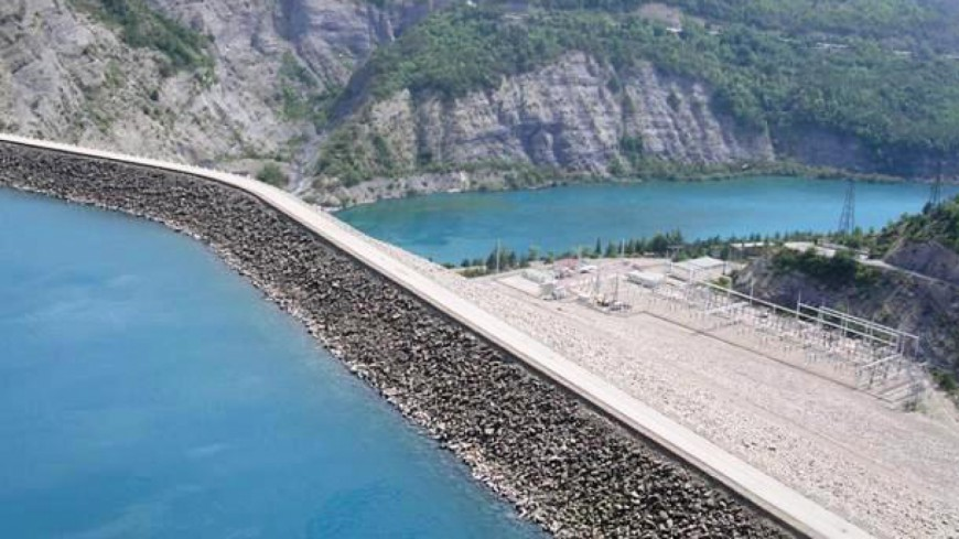 Alpes du Sud : quand la visite se fait spectacle à l'usine hydroélectrique de Serre-Ponçon