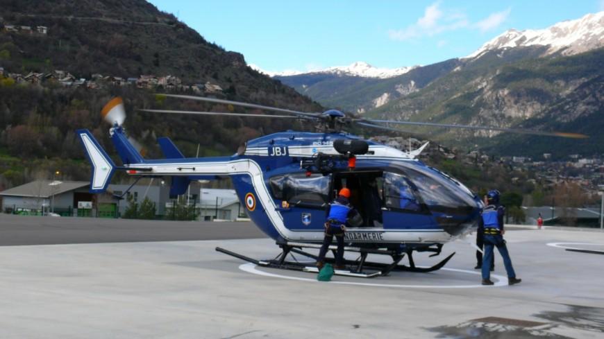 Hautes-Alpes : deux alpinistes passent la nuit dehors au glacier noir