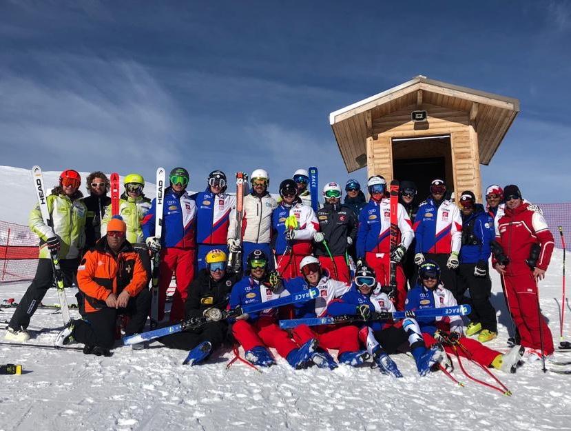 Hautes-Alpes : l'équipe de France de ski de vitesse en entrainement à Orcières
