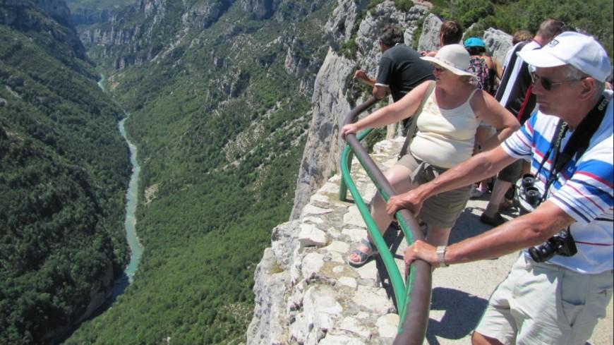 Alpes de Haute-Provence :  à La-Palud-sur-Verdon, le belvédère de la Dent d'Aire fait peau neuve