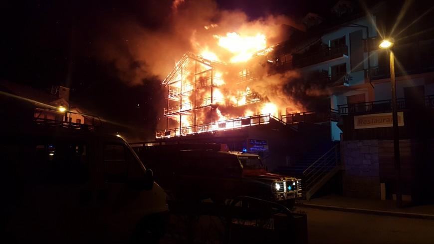 [MAJ] Hautes-Alpes : incendie au Chalet Blanc de Montgenèvre
