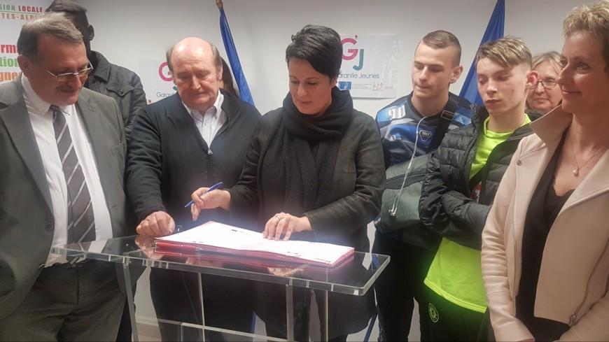 """Hautes-Alpes : Estelle Grelier parraine la première promotion """"Garantie Jeunes"""" à Gap"""