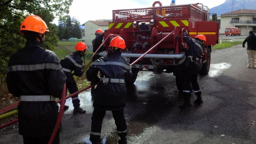 Hautes-Alpes : un bâtiment de 160m² part en flammes à Espinasses