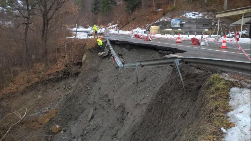 Hautes-Alpes : affaissement de la départementale entre Savines le Lac et le Sauze du Lac