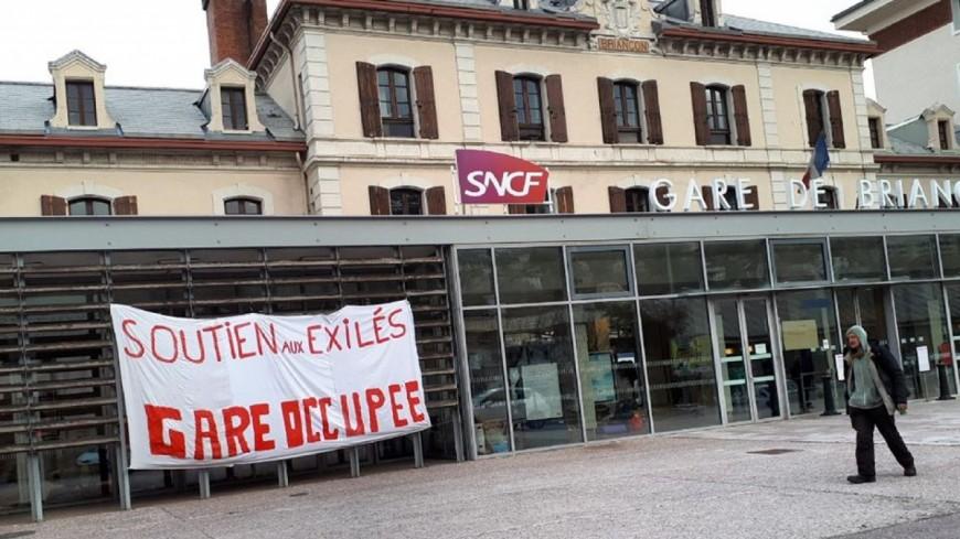 Hautes-Alpes : la gare SNCF de Briançon occupée illégalement par les associations de défense des migrants