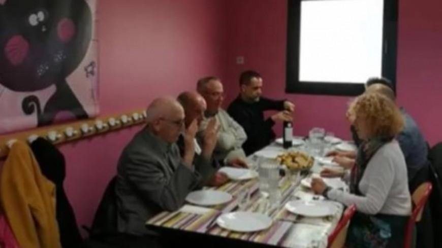 Hautes-Alpes : quand le maire de Gap boit du vin... à la cantine scolaire