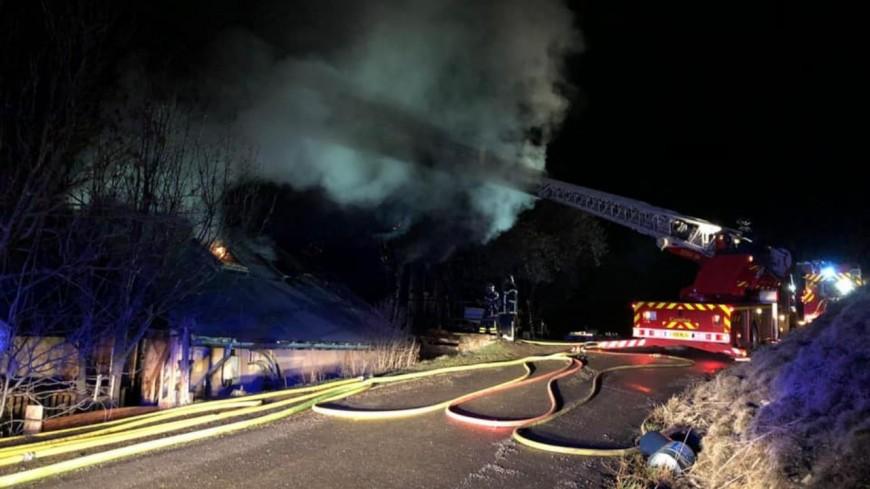 Alpes de Haute-Provence : une maison en flamme à Enchastrayes