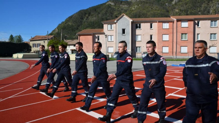 Alpes de Haute-Provence : les sapeurs-pompiers s'entrainent pour le défilé du 14 juillet à Paris