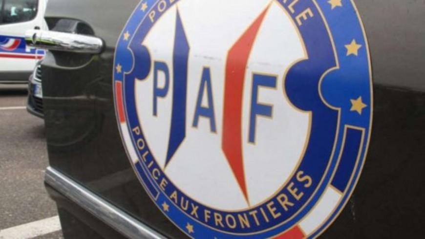 Hautes-Alpes : tags sur les véhicules de deux policiers de la PAF, «des actes abjects» pour la préfète