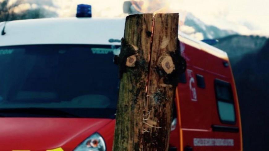 Hautes-Alpes : un chalet ravagé par les flammes à Monêtier les Bains