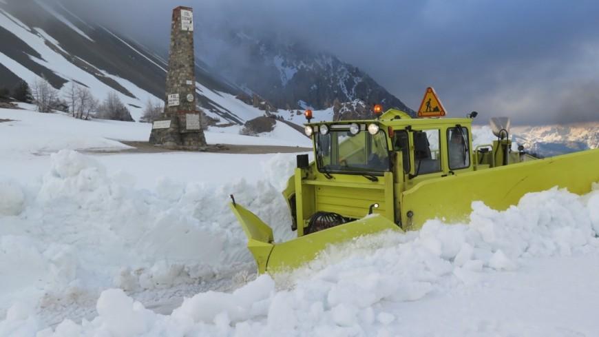 Hautes-Alpes : déneigement des cols, un travail titanesque