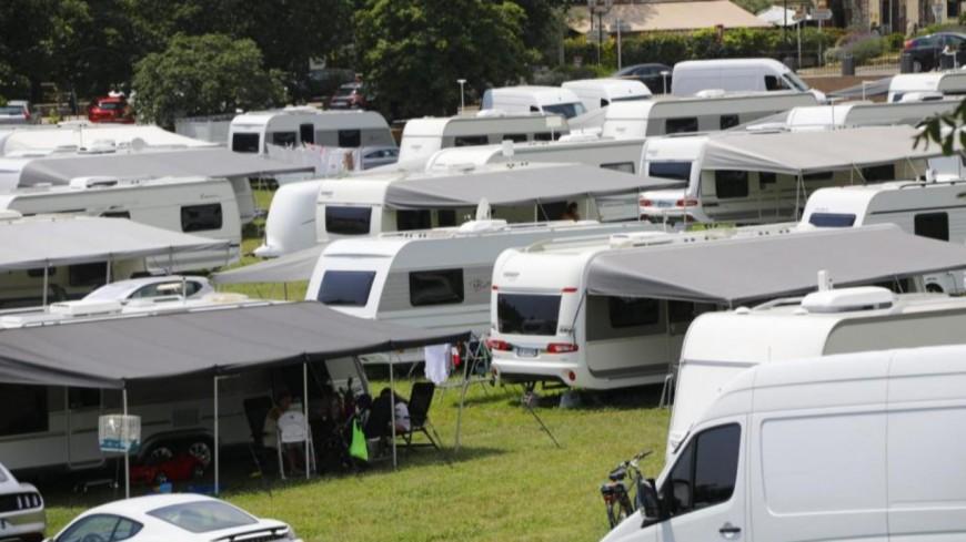Alpes de Haute-Provence : le stade Ménard occupé à Digne, la municipalité condamne cette installation