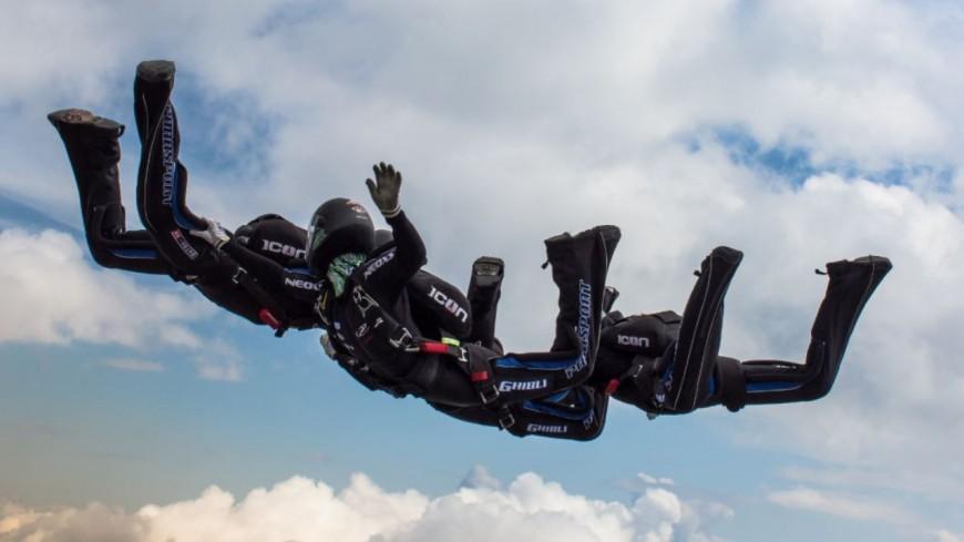Hautes-Alpes : l'équipe de France de Vol Relatif à 4 s'entraine à Gap-Tallard