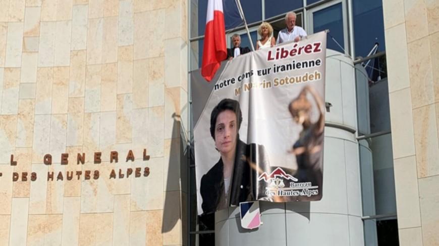 Hautes-Alpes : une banderole déployée pour soutenir l'avocate iranienne, Nasrin Sotoudeh