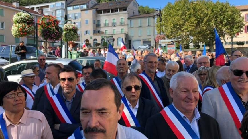 Alpes de Haute Provence :  plus de 150 maires ont manifesté à Sisteron