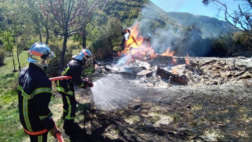 Alpes de Haute-Provence : un chalet de 60m² est parti en fumée