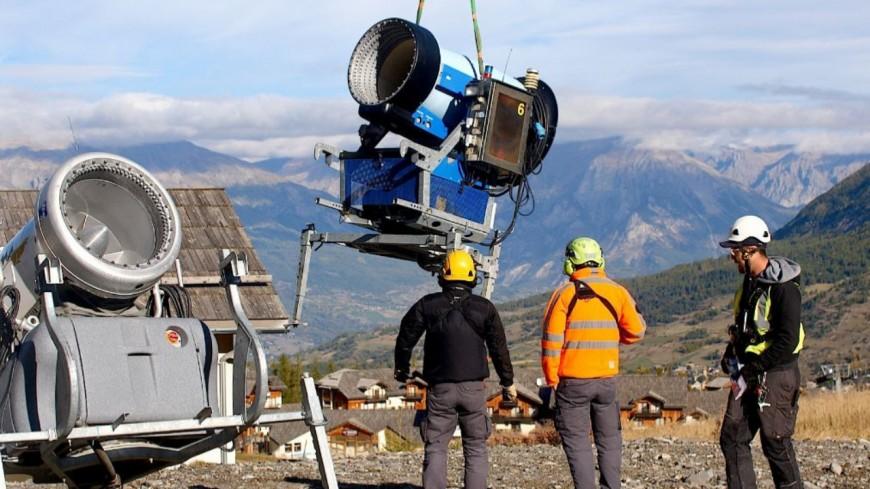 Hautes-Alpes : 43 enneigeurs hélitreuillés aux Orres