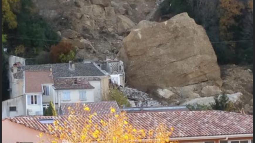 Alpes de Haute-Provence : un pénitent s'est effondré sur plusieurs maisons aux Mées