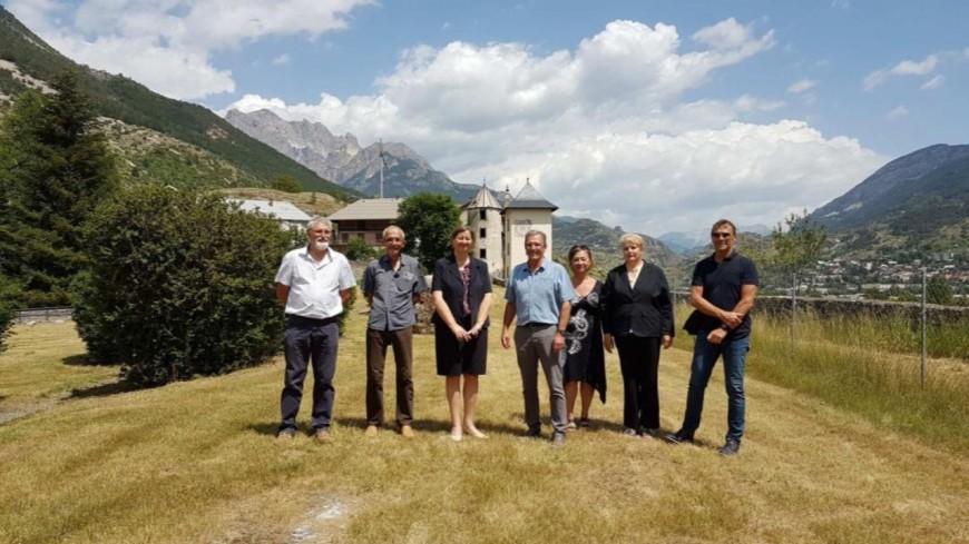 Hautes-Alpes : la sous-préfète de Briançon en visite à l'Argentière-la-Bessée.