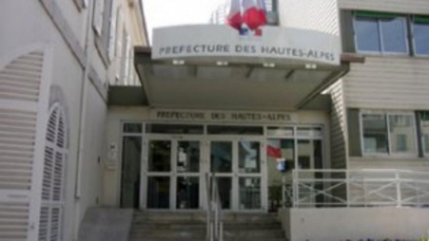 Hautes-Alpes : un rassemblement en hommage au professeur décédé