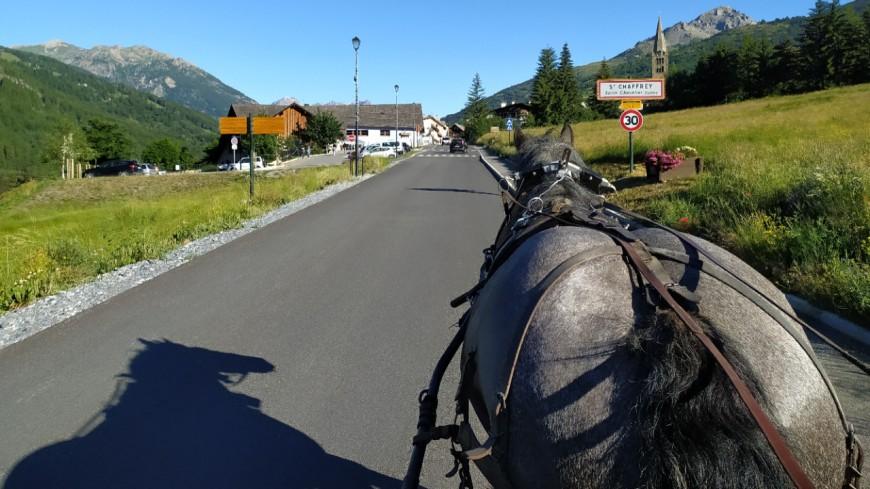 Hautes-Alpes : à Saint-Chaffrey, on va à l'école en calèche