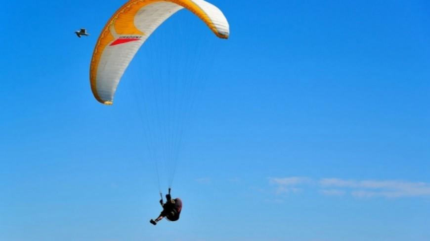 Hautes-Alpes : un parapentiste italien blessé après une chute au décollage