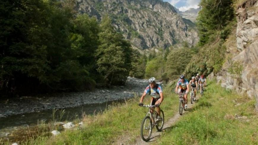Hautes-Alpes : « à bicyclette », découvrez ou redécouvrez vos balades à vélo et VTT sur Alpes 1