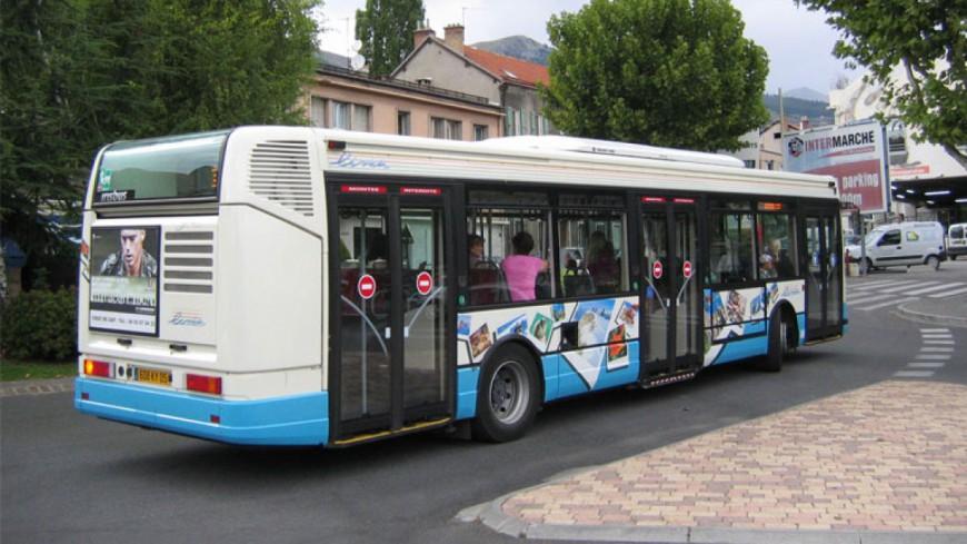hautes alpes un chauffeur de bus agress gap le r seau suspendu jusqu 39 lundi. Black Bedroom Furniture Sets. Home Design Ideas
