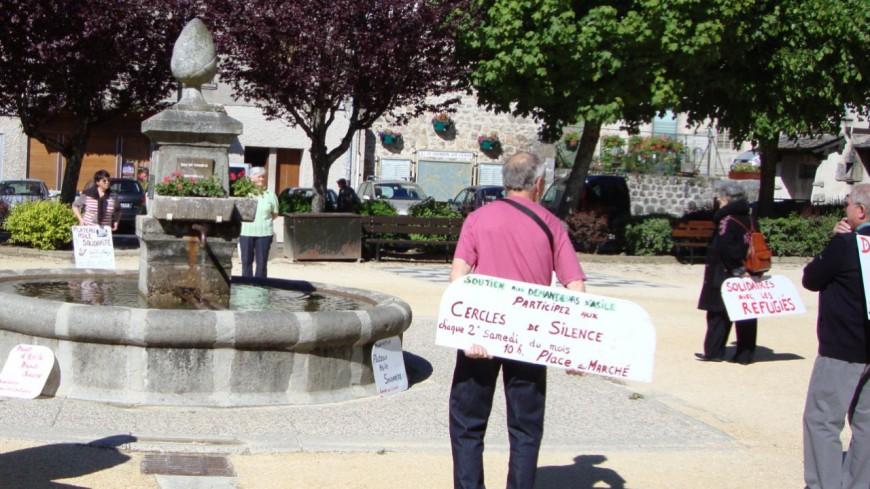 Alpes de Haute-Provence : le silence de contestation contre les politiques d'expulsion