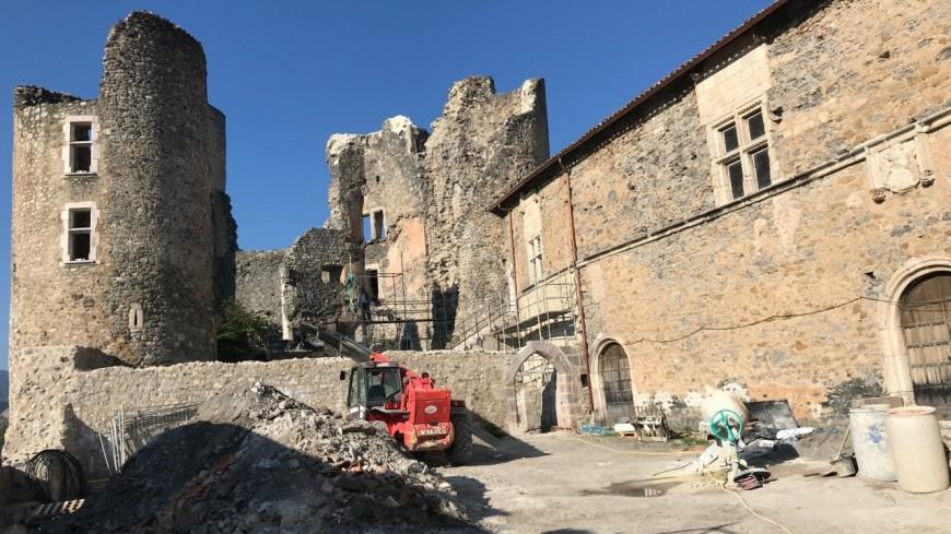 Hautes-Alpes : une salle des congrès au cœur du château de Tallard