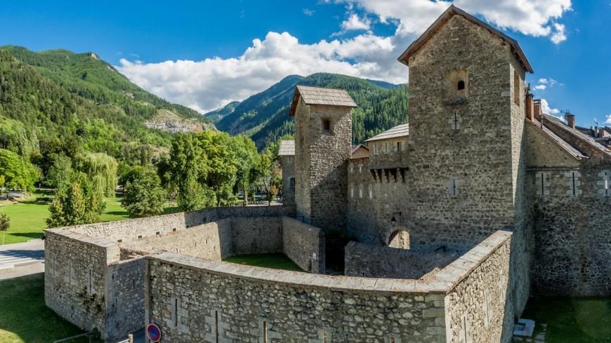Alpes de Haute-Provence : Colmars les Alpes s'illumine pour fêter le printemps