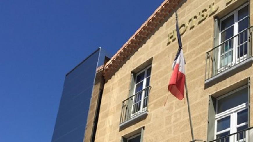 Alpes de Haute-Provence : attentat à Paris, Sisteron met ses drapeaux en berne