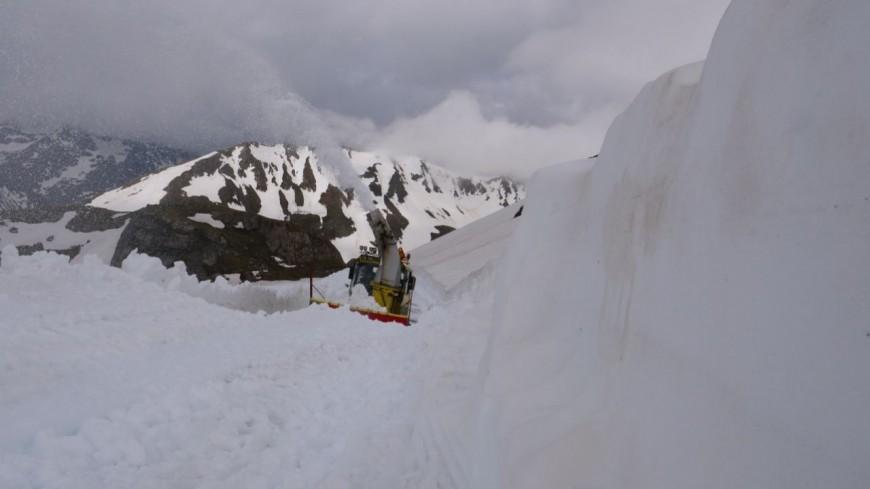 Hautes-Alpes : 12 mètres de neige sur la route du Col du Galibier