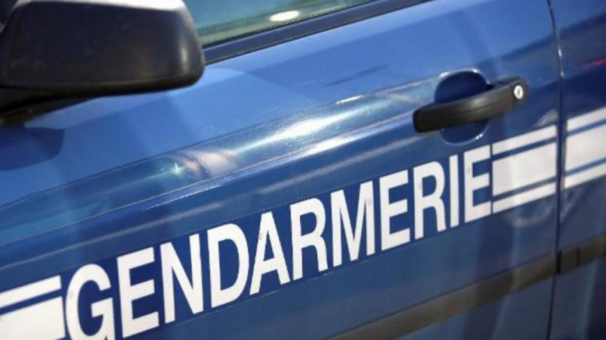 Hautes-Alpes : des pneus incendiés devant le McDonald's d'Embrun-Baratier