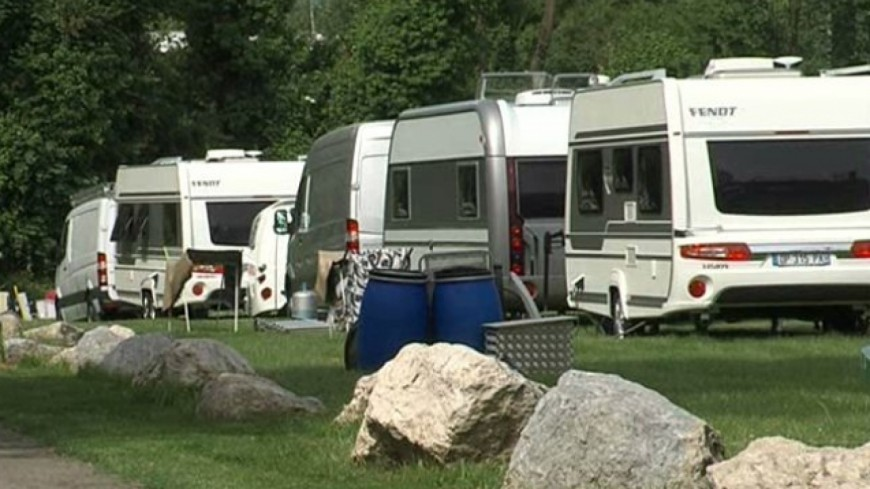 Hautes-Alpes : gens du voyage sur le Stade Bayard de Gap, la ville saisit le tribunal