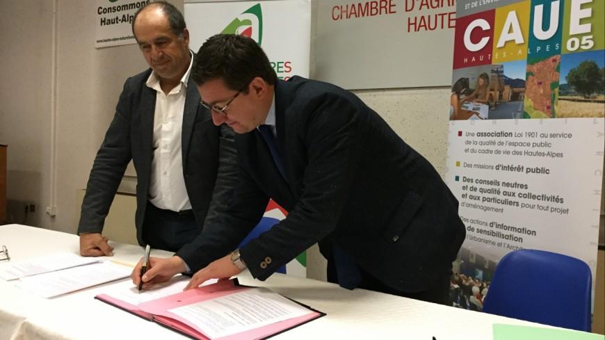 Hautes-Alpes : une convention pour aider les agriculteurs à « mieux construire »