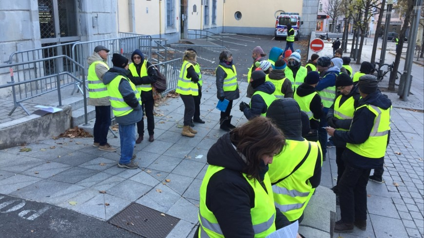 Hautes-Alpes : blocage des finances publiques de Gap, l'action coup de poing des gilets jaunes