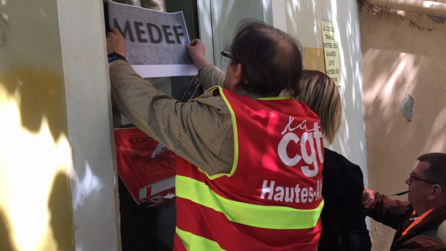 Hautes-Alpes : les syndicats s'en prennent au Parti Socialiste