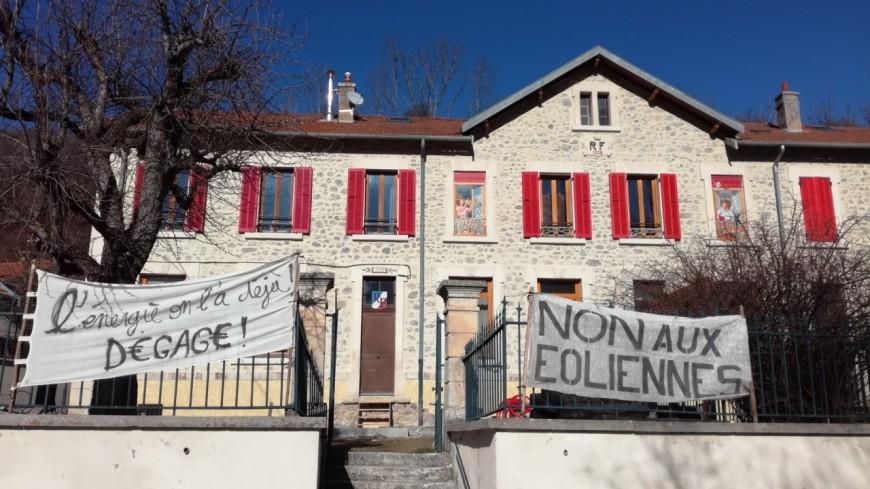 Hautes-Alpes : éoliennes à Saint-Julien-en Beauchêne, des associations vent debout