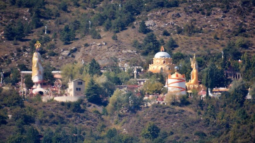 Alpes de Haute-Provence : la secte du Mandarom condamnée à réhabiliter un pan de colline du Verdon