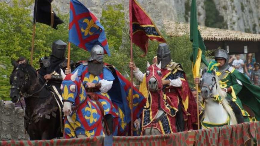 Calendrier Fete Medievale.Alpes De Haute Provence La Fete Medievale De Sisteron Va