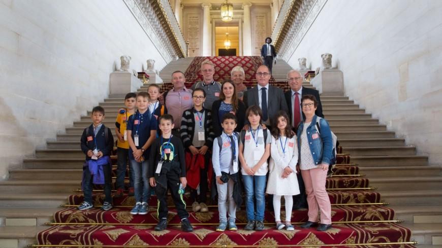 Alpes de Haute-Provence : les élèves de primaire de Céreste au Sénat
