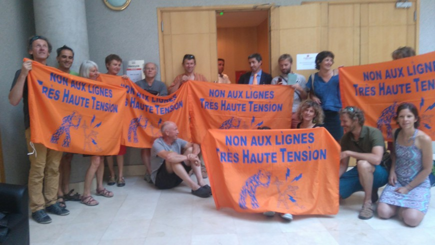 Hautes-Alpes : séance plénière du conseil départemental, les opposants à la THT restent à la porte. A. Murgia dénonce la violence du collectif.