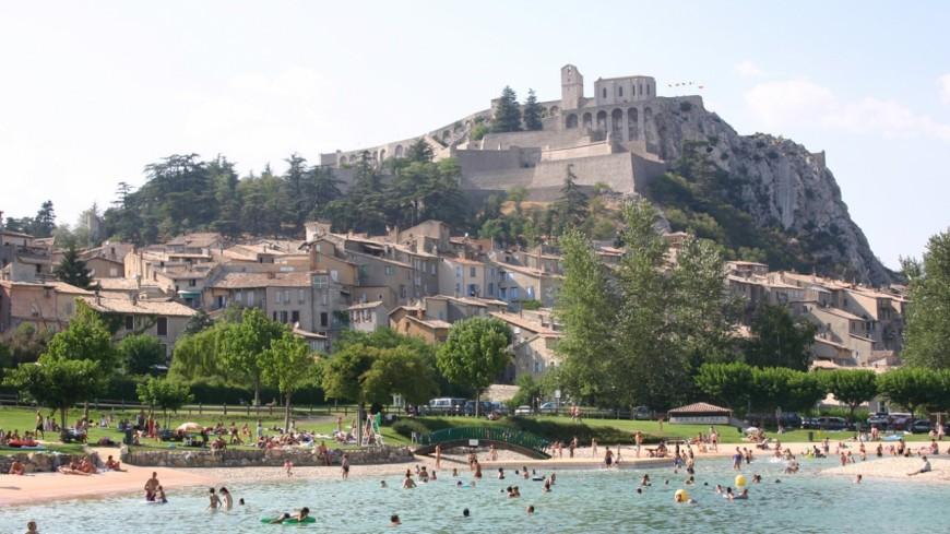 Alpes de Haute-Provence : ouverture du plan d'eau de Sisteron de 11h à 21h, le maire répond.