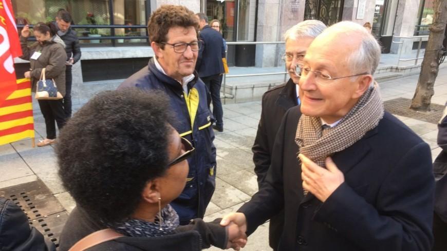 Hautes-Alpes : le président de La Poste affronte les salariés en grève