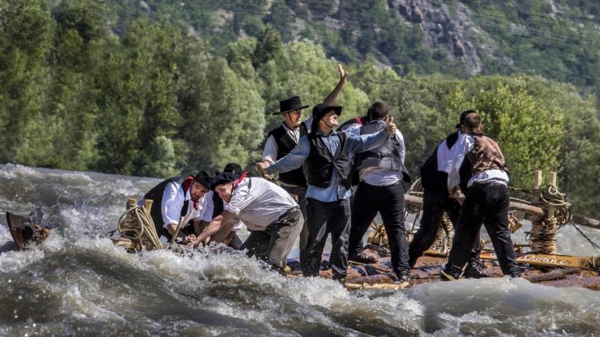 Hautes-Alpes : 20 ans que des reconstitutions rappellent l'histoire des radeliers de la Durance