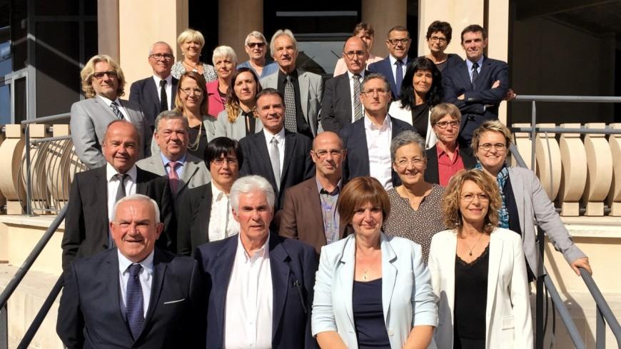 Alpes de Haute-Provence : tendant la main à la droite et au centre, René Massette est élu président