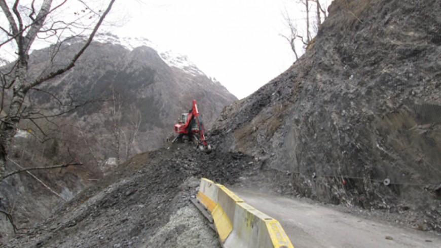 Hautes alpes route de secours du chambon rouvert sans for Haute route des alpes