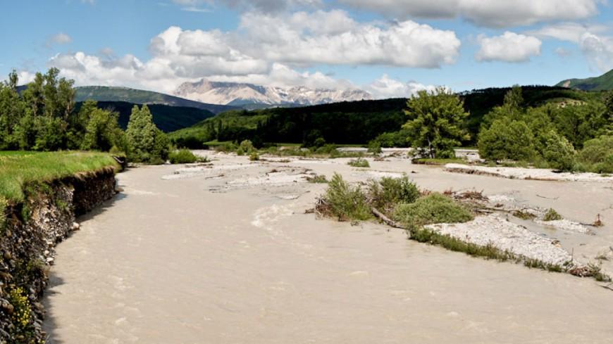 Hautes-Alpes : une exploitation céréalière à Chabestan ravagée par la crue du Buëch